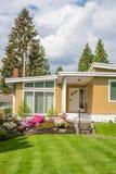 Modernt lyxigt bostads- hus Fotografering för Bildbyråer