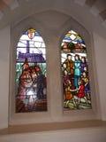Modernt målat glassfönster i kyrka i Irlam Salford Lancashire Royaltyfria Bilder
