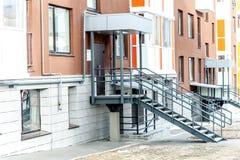 Modernt Mång--lägenhet kvarter Arkivbilder