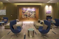 Modernt möblemang i lobby för lyxigt hotell Fotografering för Bildbyråer