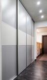 Modernt möblemang i korridor Arkivbild