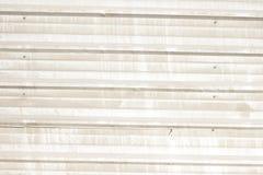 Modernt metallstaket från fabrikstillverkad delarna till paneltextur Arkivfoto