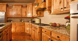 modernt nytt för stort home kök Royaltyfria Foton