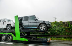 Modernt nytt lyxigt Mercedes-Benz 4*4 trans. Royaltyfria Bilder