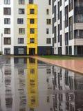 Modernt och bekvämt nybyggt bostadsområde Royaltyfria Bilder