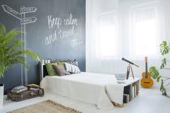Modernt planlagt sovrum Arkivfoton