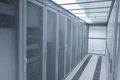Modernt serverrum för nätverk Royaltyfri Foto