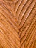 Modernt snidit trä med texturbakgrund för V Shape Arkivfoto