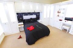 modernt sovrum Royaltyfria Bilder