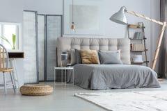 Modernt sovrum för design Fotografering för Bildbyråer