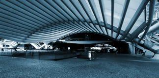 modernt stationsgångtunneldrev Royaltyfria Foton