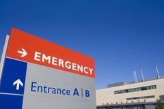 modernt tecken för byggnadsnödlägesjukhus Arkivbilder