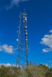 Modernt telekommunikationtorn Arkivfoton
