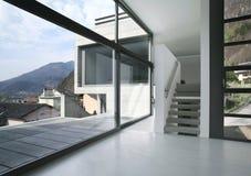 modernt tomt hus Arkivbild
