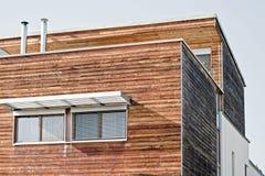 modernt trä för hus arkivbild