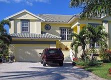 Modernt tropiskt hus Royaltyfri Bild