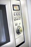 Modernt ugnskontrollbordslut upp med knappar och knoppen arkivfoton