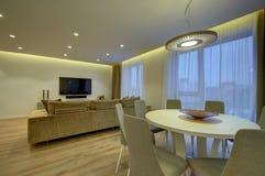 Modernt vardagsrum- och äta middagområde Royaltyfria Bilder