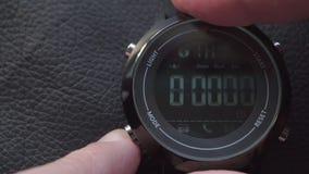 Modes de commutation sur la montre intelligente de sport clips vidéos