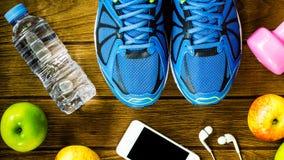 Modes de vie de forme physique, sains et actifs concept, bouteille de l'eau, Image libre de droits