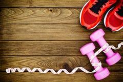 Modes de vie de forme physique, sains et actifs concept, haltères, bande Images stock