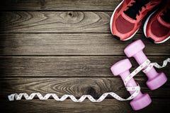 Modes de vie de forme physique, sains et actifs concept, haltères, bande Photographie stock