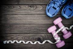Modes de vie de forme physique, sains et actifs concept, haltères, bande Image stock