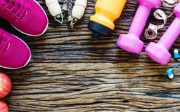 Modes de vie de forme physique, sains et actifs concept, haltères, sport Images stock
