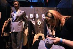 Modeschau. Bühne hinter dem Vorhang lizenzfreies stockbild