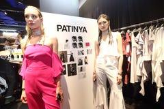 Modeschau der ` Bangkok-Mode-Gesellschaft, BFS-` an der Emquartier-Abteilung Stockbild