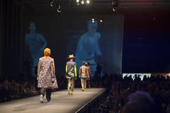 Modeschau von Studenten einer Mode-Schule Lizenzfreie Stockfotos