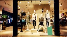 Modeshop-Butikenspeicher Lizenzfreie Stockfotos