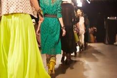 Modeshow en Catwalkhändelse Royaltyfri Fotografi