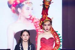 Modeshow 2019 för passion för Chalachol akademihår arkivbild