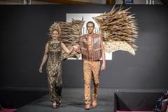 Modeshow op de loopbrug tijdens de tentoonstellingssalon du chocolat Stock Afbeeldingen