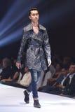Modeshowen av ` Vientiene ÖVERRASKAR modevecka2017 `, arkivfoton