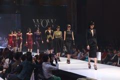 Modeshowen av ` Vientiene ÖVERRASKAR modevecka2017 `, arkivbild