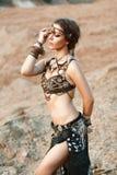 Modeskönhet och stilfulla flickor Andlighetdans härligt Royaltyfri Fotografi