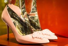 Modeskor i Milan - Italien Arkivfoton