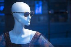 Modespeicher-Sonnenbrillemannequin des Shops blindes Stockfotos