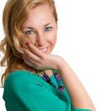 Modestående av den härliga gladlynta blonda kvinnan Arkivfoton
