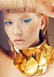 Modestående av glamourmodellen arkivfoton