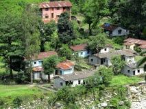 Modest Village mit Zinn verschüttet Himalaja, Indien Lizenzfreies Stockfoto