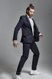 Modestilfoto av en stilig man royaltyfria foton