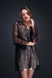 Modestudioportait av skönhetflickan Royaltyfri Foto