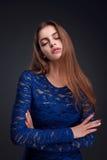 Modestudioportait av skönhetflickan Royaltyfri Fotografi
