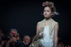 Modevecka i Moskva 2017 MODEET FÖR `-OS SPANIEN FÖR BARN SPAIN/LA MODA PARA NIÃ Arkivfoto