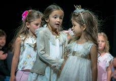 Modevecka i Moskva 2017 MODEET FÖR `-OS SPANIEN FÖR BARN SPAIN/LA MODA PARA NIÃ Royaltyfria Foton