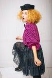 Modeweinlesefrau in einem Hut Lizenzfreie Stockfotografie
