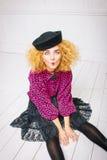 Modeweinlesefrau in einem Hut Lizenzfreie Stockbilder
